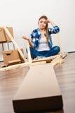 Беспомощный двигать в мебель собрания квартиры Стоковые Изображения