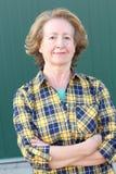 Беспристрастный белокурой зрелой женщины стоковые изображения rf
