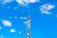 Беспроводная технология антенн ТВ рангоута башни радиосвязи стоковая фотография