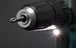 Бесшнуровые отвертка или электрическая дрель стоковое фото