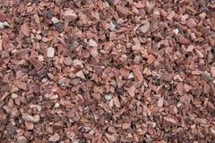 Бетонная стена с кирпич-красными камешками Стоковые Фото