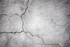 Бетонная стена текстуры серая трескает поверхность цемента как предпосылка Стоковое Изображение RF
