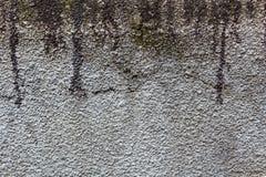 Бетонная стена текстуры с пятнами битума абстрактная предпосылка стоковые фото