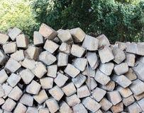 Бетон слипера и предпосылка дерева стоковые фотографии rf