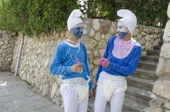 Беэр-Шева, Израиль 24-ое марта, 2 подростка в голубых костюмах гнома на Purim Стоковая Фотография RF