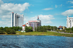 Беларусь Живописные дома Минска на реке Svisloch 21-ое мая 2017 Стоковая Фотография RF
