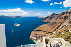 Белая архитектура на острове Santorini, Греции Стоковая Фотография