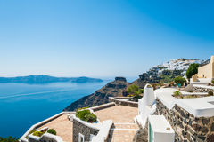 Белая архитектура на острове Santorini, Греции Стоковые Фотографии RF