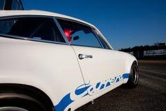 Белая винтажная гоночная машина стоковая фотография