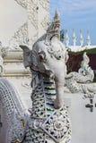 Белая лестница слона fution naga в тайском виске Стоковые Изображения RF