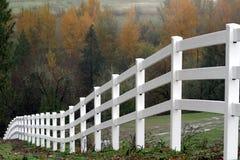 Белая загородка во время осени Стоковое Изображение RF