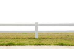 Белая загородка на предпосылке изолированной злаковиком Стоковое Изображение