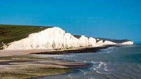 Белая зона пляжа скалы в южной Англии Стоковые Изображения RF