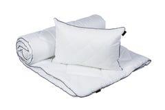 Белая изолированные подушка и одеяло стоковое изображение