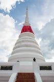 Белая историческая пагода с отсутствующей статуей лотоса Стоковая Фотография RF