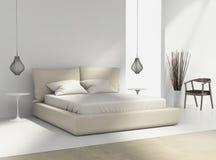 Белая и бежевая спальня с стулом и лампами Стоковое фото RF