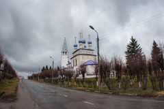 Белая каменная церковь на Palekh, зоне Владимира, России Стоковые Фото