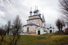 Белая каменная церковь на Palekh, зоне Владимира, России Стоковая Фотография RF