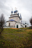 Белая каменная церковь на Palekh, зоне Владимира, России Стоковая Фотография