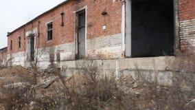 Белая кирпичная стена steadicam акции видеоматериалы