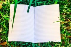 Белая книга и лист Стоковое Фото