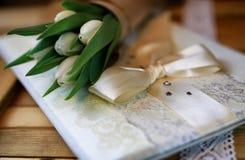 Белая книга шнурка тюльпана Стоковые Изображения RF