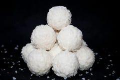 Белая конфета с кокосом стоковое фото
