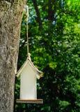 Белая коробка вложенности на старом дереве Стоковые Фотографии RF