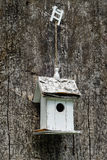 Белая коробка вложенности на старом дереве Стоковое Фото