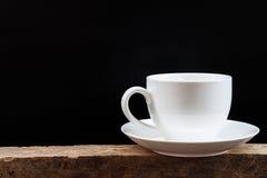 Белая кофейная чашка на черной предпосылке Стоковое Фото