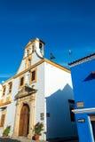 Белая колониальная церковь стоковые фотографии rf