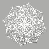 Белая круглая мандала линий на серой предпосылке Стоковая Фотография RF