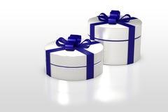 Белая круглая подарочная коробка с голубой лентой Стоковое Изображение