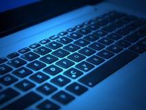 Белая клавиатура компьтер-книжки с чернотой пользуется ключом крупный план Стоковая Фотография RF