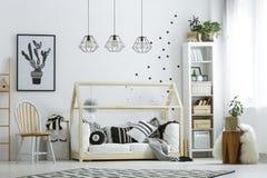 Белая мебель в комнате Стоковое Фото