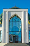 Белая мечеть с Green Dome Стоковое Изображение