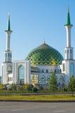 Белая мечеть с Green Dome Стоковая Фотография RF