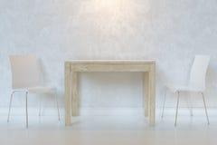Белая минималистская столовая с стульями деревянного стола и переклейки с освещением Стоковое фото RF