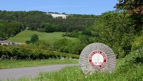 Белая лошадь около Kilburn - Йоркшира - Англии сток-видео