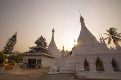 Белая пагода в севере Таиланда Стоковое Изображение