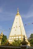 Белая пагода, золотой, белая, небо, синь, квадрат Стоковое фото RF
