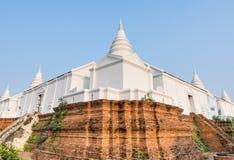 Белая пагода на основании кирпича Стоковые Фотографии RF