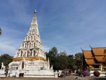 Белая пагода под голубым небом Стоковые Фото