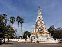 Белая пагода под голубым небом Стоковые Фотографии RF