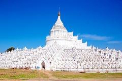 Белая пагода templ paya Hsinbyume (пагоды Thein Дэн Mya) Стоковое Изображение RF