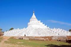 Белая пагода templ paya Hsinbyume (пагоды Thein Дэн Mya) Стоковая Фотография