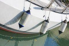 Белая палуба с обвайзерами Стоковые Фотографии RF