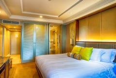 Белая подушка на кровати Стоковые Изображения RF