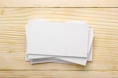 Белая пустая карточка делового визита, подарок, билет, пропуск, присутствующий clo Стоковая Фотография