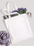 Белая пустая сумка tote eco хлопка, модель-макет дизайна Стоковые Фотографии RF